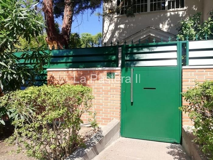 Puerta de chalet